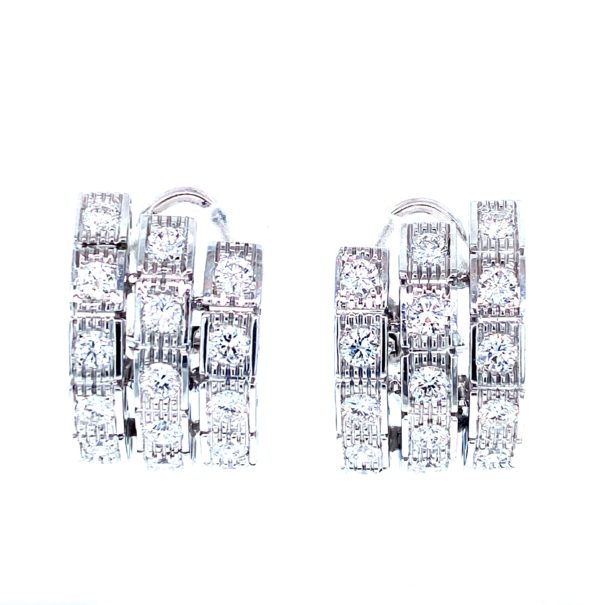 Stunning earrings with diamonds
