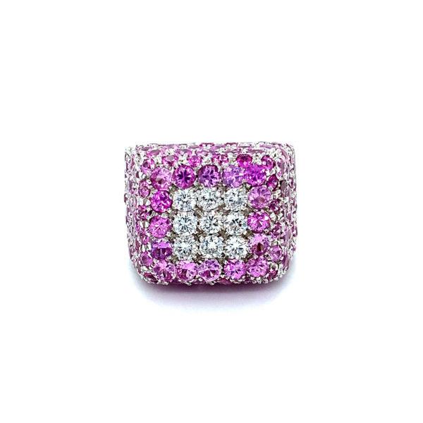 Chevalière carrée avec diamants et saphirs roses