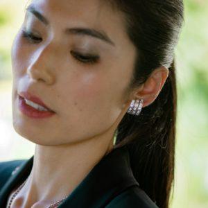 Stud earrings with diamonds